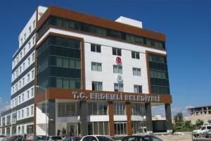 erdemli-belediyesi-yeni-hizmet-binasina-tasindi-eski-bina-yikildi